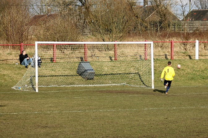 Chadderton keeper running back...
