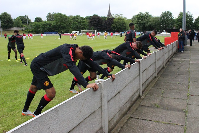 Manchester United U21 warming up